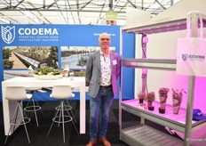 Marcen van Rooien of Codema showcases a new cultivation system particularly for cress. The lightning is supplied by Philips.