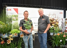 Henk de Jong and RenSchrama of CNB presenting the new Lamprocapnos (Dicentra) spectabilis 'Cupid'.