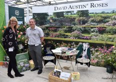 Beccy Reynolds and Chris Escott of David Austin Roses, presenting their garden roses. At the Chelsea Flower Show, they presented 2 new varieties: the deep pink Gabriel Oak and light apricot Eustacia VYE, both named after characters of the books of Thomas Hardy.