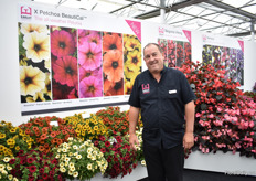 Simon Earley of Earley Ornamentals presenting the Petchoa BeautiCal petunias.