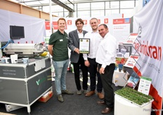 Daan van Eeuwijk of Visser together with the team of Royal Brinkman presenting their award Best Professional Equipment for their multi-media strip for rooting cuttings and automatic transplanting.