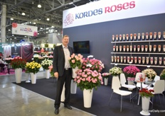 Gran Basjes of Kordes Roses presenting a variety that is still on code - a pink 80cm stem rose that is getting brighter when it matures. Several of their varieties are already commercially grown by Russian growers, like Red Eagle, a red variety that sharply increased in demand among the Russian growers over the last three years. And more varieties are being trialed at Russian growers at the moment. Since June 18, this German breeder has a show greenhouse at Dmmen Orange in den Kwakel, the Netherlands.