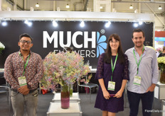 Bryan Tadalla, Anna Semenco and Javier Mantilla of Much Flowers. In the picture the tinted Gypsophila, a product that is starting to attract more and more attention, according to Mantilla.Besides Gyps, Much flowers also grows alstroemerias and since one year, they supply roses as well, as they bought a rose farm.