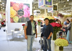 Humberto Robozhin and Cesar Guerra of Luxus Blumen persenting their varieities at the Pro Ecuador booth.