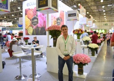 Carlos Xavier Vallejo of ZAR Roses grows roses on 13 ha and mainly exports them to the US, followed by Russia, then Europe.
