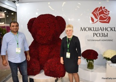 Artyom Eghoyan and Oksana Belyhova of grower Mokwahchue, showing a beautiful teddy bear made of red roses.