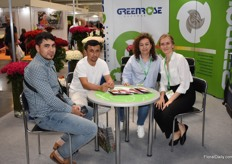 Gisela Guerrero of Greenrose talking to one of the customers. On the right translator Tijkistan Sadberg