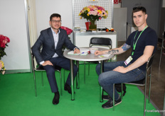 Almaz Ganiev representing the two companies IncoFlowers and Fresh Logistics, here having a conversation with a Russian grower about transport possibilities.
