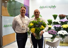 Ralph Koopman and Gerard Lentjes of Armada. Eurachium and Trachedium and chrysanthemums are their main products in Colombia. Lola and Saronna Sunny, the ones Gerard is holding are one of their best-sellers.