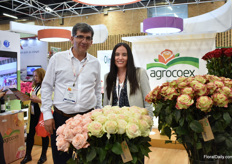 Diego Espinosa and Valeria Valdivieso of Agrocoex. On 45ha in the Cotopaxi area, Ecuador, they mainly grow roses, but also new products like ranonculus, alstroemerias, anemones, floriancas and brainthus. At their 3 farms, they have different social projects running. One of their projects is the Fair Trade project that includes different programms; like offering loans, dental care, scholarships, computer center, laundry and their latest and still ongoing project: Housing.