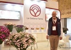 "Frans Buzek of La Gaitana Farms. Their main crop is the carnation, but for several months now, they also grow ranonculus. Besides, they also grow Euregium, lisianthus and scabiosa. Their main market is the US, but Buzek sees an increasing demand for Colombian carnations in Europe. ""The more high-end supermarkets are demanding for it."""