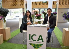 Andrea Ramos and German Guarnizo of ICA, a government institute for phytosanitary rules.