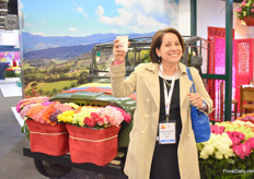 "Good old friend Lourdes Reyes for the first time in 20 year visiting the show, instead of exhibiting at the show (At the BallSB booth) – ""once a flower always a flower lover"""
