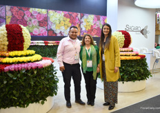Luz Alva, Rafael Torres Romero and Jennifer Rodriguez Quevedo of Sagaro Flowers. They grow roses (40ha) and carnations (20ha) in Bogota and mainy supply Japan, The Netherlands, UK, USA, Russia, Korea and Spain.