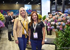With 700ha, it is one of the biggest family owned flower growers in Colombia: The Elite Flower group. Roses is their biggest crop and they are breeding partners of Rosen Tantau. In the picture: Maray Smith and Myrian Venegas.