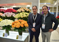 Gonzalo Luzuriaga of Brown Breeding and BellaRosa and Rose Connection together with Santiago Torres of Schreurs, who represents Brown Breeding. One of this breeder's new varieties is Cancun, on the left side of Gonzalo. Next year the rose will be officially launched and the interest so far seems to be positive.