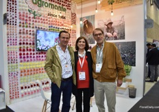 Daniel Maldonad, Adriana Michelsen and Jorge Umana (founder) o Agromonte. They grow carnations, spray carnations and brassicas and will start using solar energy soon. By the end of the year, 30% of their energy will be of solar. According to Maldanado, they are probably one of the first growers in Colombia that starts using solar energy.