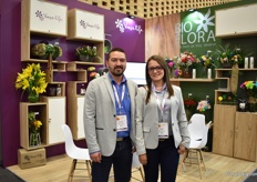 Diego Castano and Paula Tobon of Bioflora. This flower eye and paint supplies share the booth with Vaselife, the hydration solution provider.