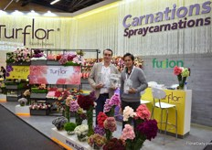 Diego Valendia and Andres Hernandez of Turflor proudly presenting the three awards (1st 2nd and 3rd prize) in the carnation category – grower.