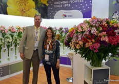 Suasuque, a Colombian alstroemeria grower selling by the brand name Perfection. Suasuque means something like 'different light' in one of the native Indian languages. On the photo Daniel Velez and Cristine Gomez.