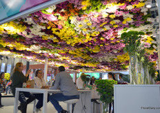 The booth of Dekker Chrysanten one more time, for you just should have another look at this mesmerizing ceiling.