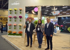 Colibri Flowers is one of the larger carnation and spray-carnation growers in Colombia. Stems are mostly shipped to the US, but also Japan and Europe are big markets to Colibri. On the photo Martin Uribe, Leidy Castro, and Andres Toro.