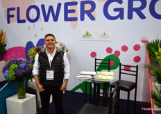 In the 'Flower Grower' booth 8 different growers were presenting their flowers. Their presence at the fair was made possible & paid for by the ministry of agriculture, helping these smaller farms to be able to attend. Andrés Otero with Bgonima Flowers is one of them. This grower produces hydrangea and solidago, and is specialized in tinting and painting the flowers.
