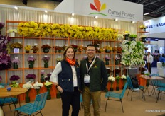 Carmel Flowers was among the first growers in the Medellin region, and grew to producing no less than 92 varieties of chrysanthemum. On the photo Christina Fernandez and Juan David Cruz.