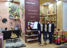 Milena Giraldo, Stefanie Osorio, and Sandre Melo at Koen Pack. At the show, the ladies introduced a a new biodegradable sleeve to the Colombian market. Some of the representatives are not on the photo; a shame, because 'for the first time the entire team of Miami, Ecuador and Colombia is here together'.
