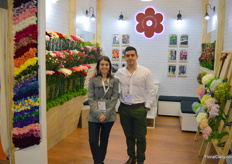 Natural Flowers Colombia consists of seven different Colombian growers mostly (but not exclusively) specialized in growing ánd colouring carnation. At the show, the growers were represented by Maria Ocampo and Germán Rojas.