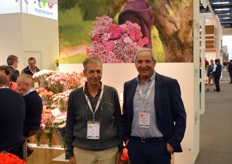 Ilan Breier and Luis Mariano Botero, with Breier Cross, an Israeli breeder of carnations with a big market share in Colombia and Japan. As with the Royal van Zanten' varieties, theirs are brought to the growers by Plantas y Bulbos.