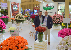 When it comes to roses, Italy does well by sending NIRP. Massimiliano Rapetti is the breeder in Italy, Carlos Castillo is bringing the varieties to the growers. Café del Mar is but one of the many new varieties recently launched.