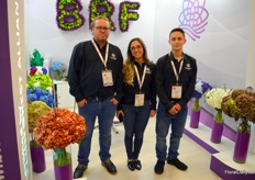 Blackriver Flowers is located in the Medellin region, together with Bogota two of the regions where the flower production is concentrated. The farms boosts around 45 hectares of hydrangea production, and also specialized in colouring the flowers in about any color you can think of. Left to right Andres Garcia, Natalia Yepes, and Jhonatan Quintero.