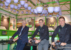 Theo Straathof (Micothon), Wilfred Lange and Johan ten Veen (Metazet FormFlex) sitting on the green Trike-400. The electrical car was handed over to the buyer of the 1000st hanging basket system.  https://www.bpnieuws.nl/article/9183251/duizendste-hanging-basket-systeem-van-metazet-formflex/