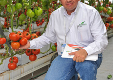 Last year when we met Sedrach Camacho, he was still a grower. Since a few months he is working as an advisor an representative for Seminis & De Ruiter.