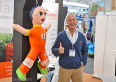 Niels Prinssen from DLV Plant - Mexicultura with the Arjen Robben Piñata!