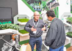 Jordi Gusi of Conic System had a grafter on display at the booth of propagator El Oasis.