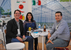 Richard Billekens and his wife Emma Zarate enjoying a beer with Costa Rican grower Randall Fallas of Del Monte.