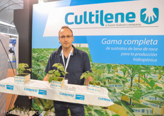 Serge Pas from Cultilene showing Cultilene Maxxima Rockwool Grow Slabs.