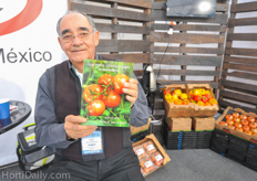 Hector Manuel Leon Gallegos, the author of the guide on hydroponic tomato cultivation: Guia para el cultivo de Tomate en Invernadero.