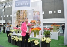 Willem Peter van den Berg of Gerbera United, group of Gerbera growers that invests in promoting the gerbera and germini's. It is the second time that they are exhibiting at this show. Together with Dümmen Orange they present how to use gerberas in a concept. Van den Berg is holding a picolini concept that can be used for holdays like Mother's Day, Valentine's Day and so on.