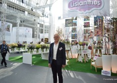 Theo de Graaf of Van Egmond Lisianthus in the booth of Lisianthus.nl, a organization that promotes lisianthus.