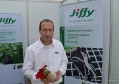 Sander Clemens of Jiffy presents compostable pots. It takes 12-15 weeks to compost the new ones of Jiffy.