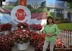 Gundula Wagner of Benary in front of the BIG begonia. This begonia is used all over the world for landscaping and is very popular in Russia and China. This year colour number five will be released: BIG Rose Green Leaf. The BIG series now offers five colours above glossy deep green or bronze foliage.