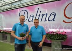 Sander Burger of Young Flowers and Jan Knudsen of Naeldebakken holding the Blue Heat. This plant attracted a lot of attention during the FlowerTrials.