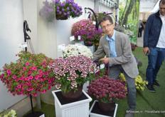 Paul W. Jackson of Channel Island Plants. The breeder from Engeland was also hosted by Moerheim New Plants