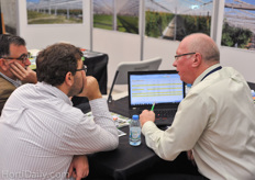 Cravo's Richard Vollebregt (on the right) in conversation with customers.