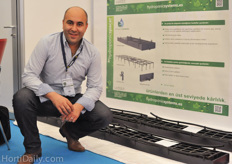 Vaghid Bagheri of J Huete Hydroponic Systems presented a new drainage system.