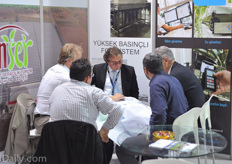 Busy project discussions at the booth of Inser.