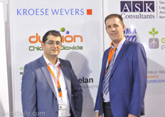 Omer Durdabak of Kroese Wevers Accountants and Mark Grobbink of ASK Consultants at the Dutch pavillion of NEC.
